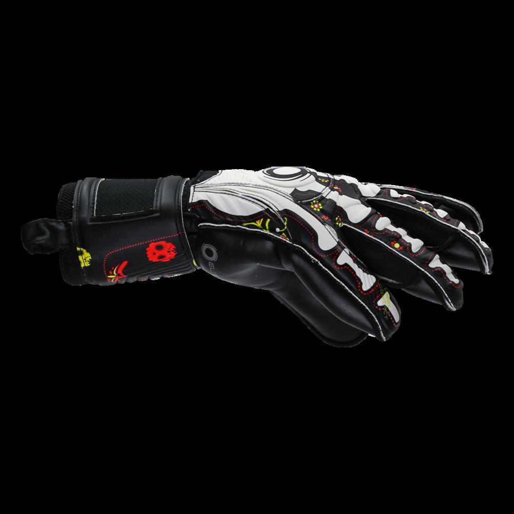 Comfy fitting goalkeeper glove