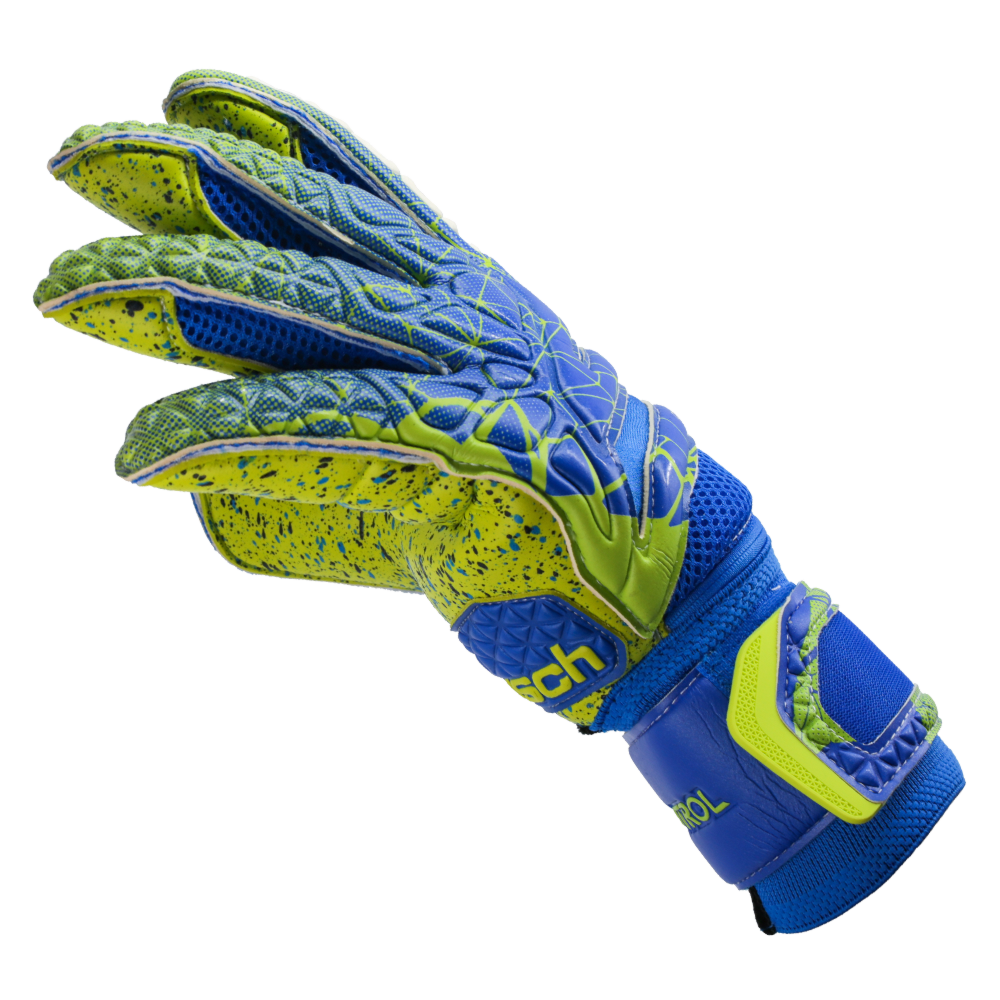 Flexible and durable goalkeeper gloves
