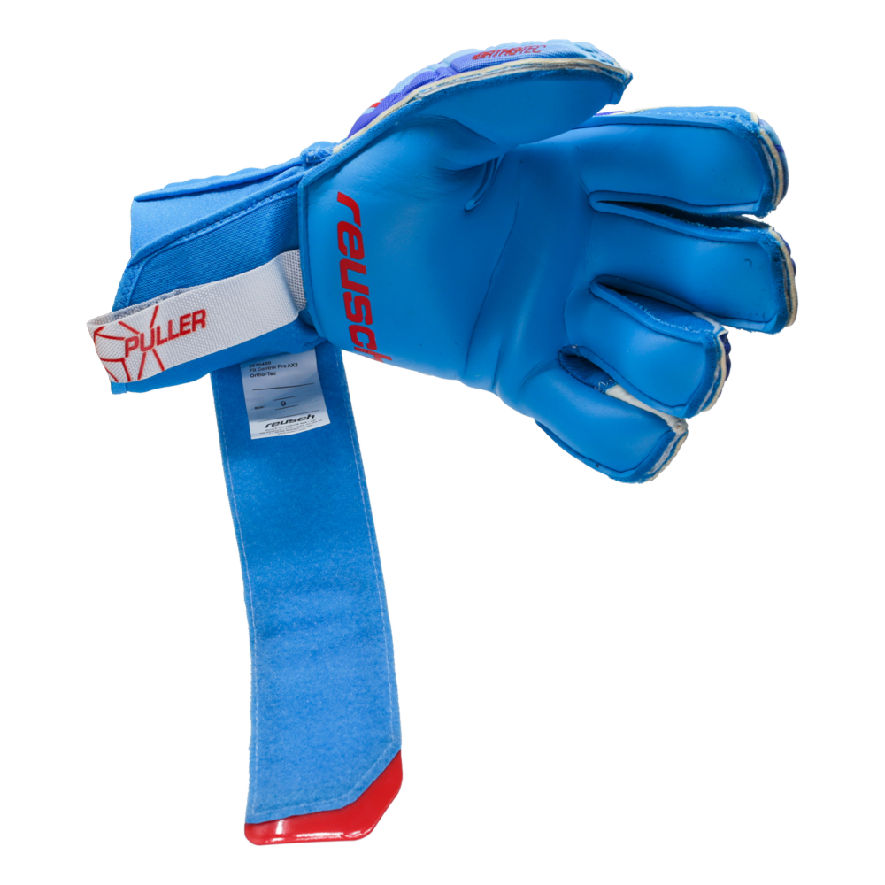 goalkeeper glove that is easy to get on