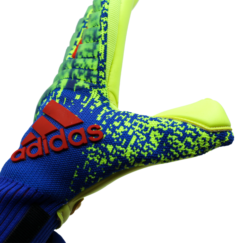 DN8581 Adidas Predator Pro Goalie Glove Logo Thumb