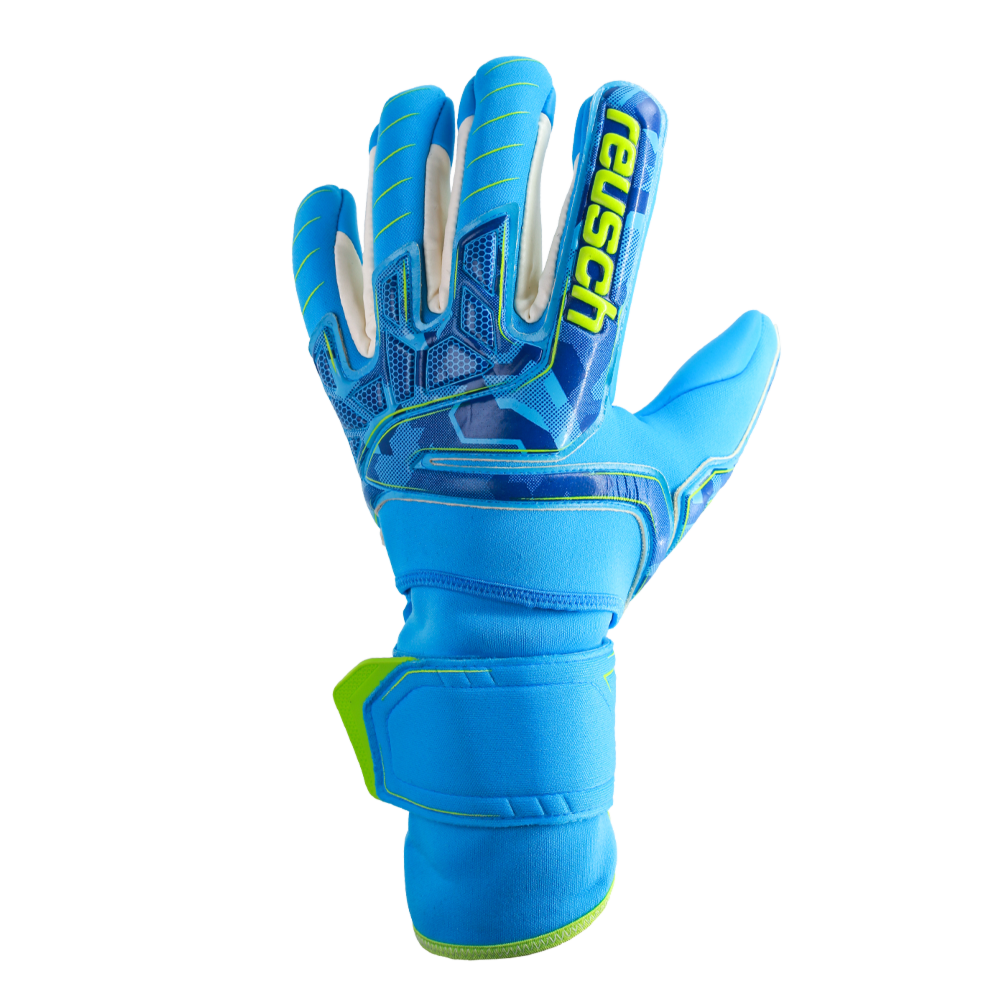 Waterproof goalkeeper gloves