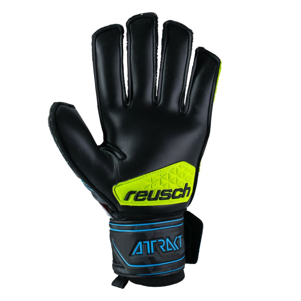 Goalkeeper gloves with toughness
