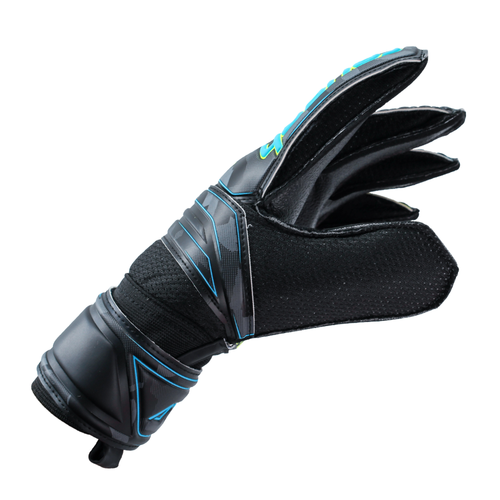 Goalkeeper gloves that fit tight