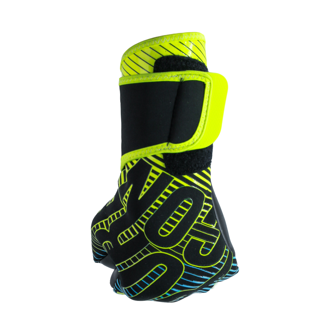 Goalkeeper gloves for punching